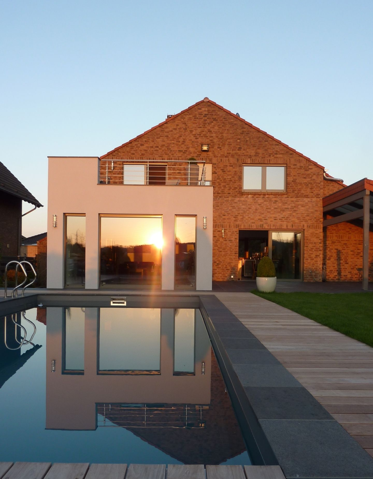 wohnhaus h erweiterung wohnhaus mit pool in r umlichem zusammenhang. Black Bedroom Furniture Sets. Home Design Ideas
