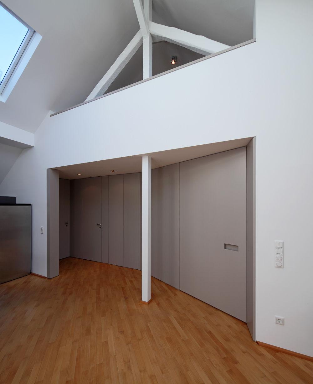 Moderne Wohnzimmerwande Galerie : Moderne galerie mit historischen dachbalken bauemotion