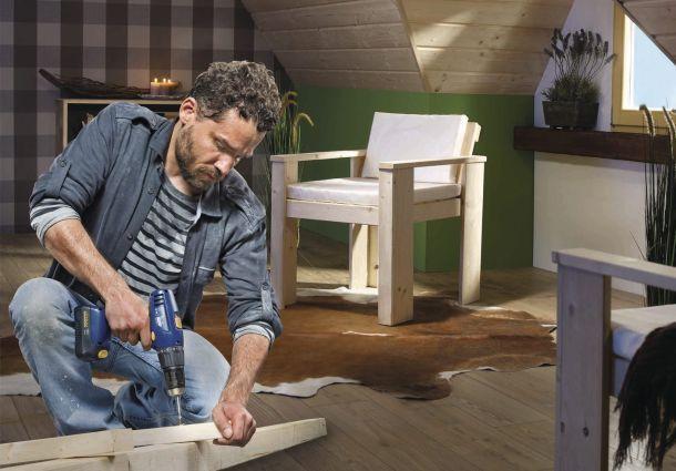 einen tisch selbst bauen das schafft auch der heimwerker. Black Bedroom Furniture Sets. Home Design Ideas