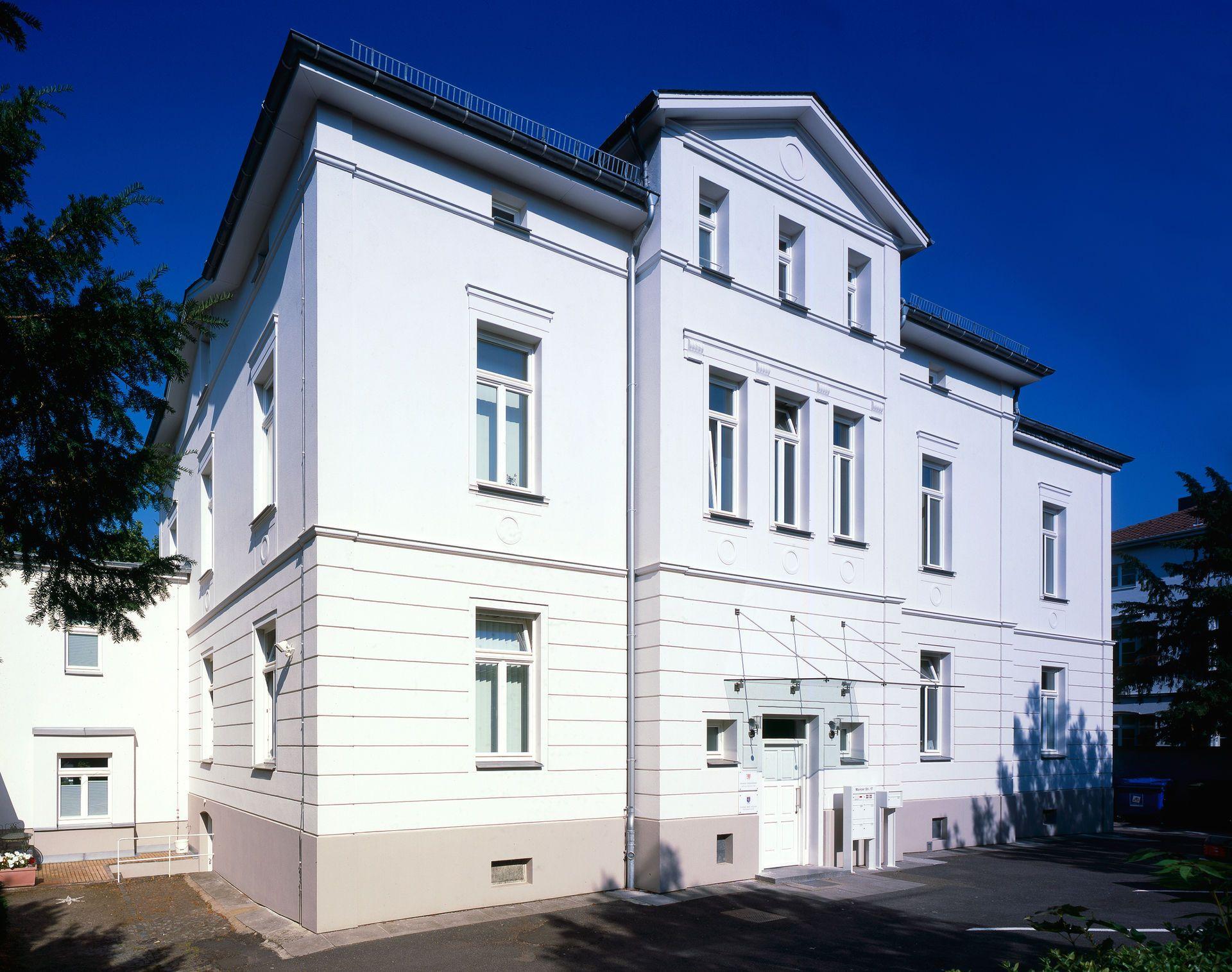 Gut bekannt Fassade streichen: Die richtige Farbe für Optik und Schutz JR97