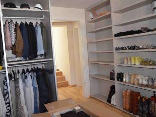 begehbarer kleiderschrank mit regalen. Black Bedroom Furniture Sets. Home Design Ideas