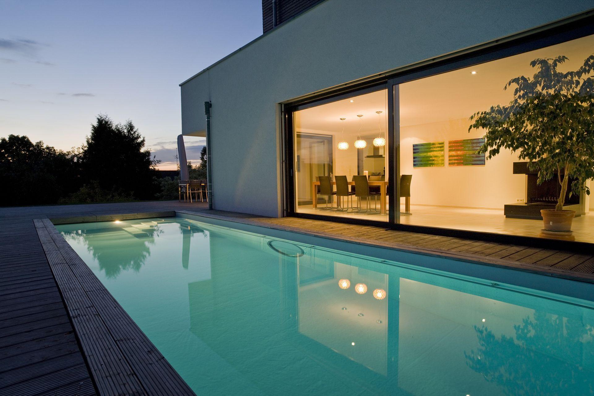 terrassen pool vor dem esszimmer. Black Bedroom Furniture Sets. Home Design Ideas