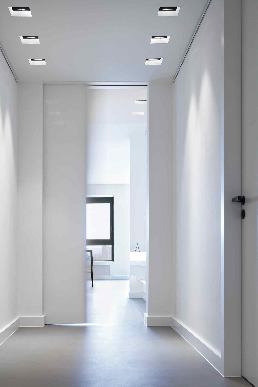 heller flur mit schiebet r. Black Bedroom Furniture Sets. Home Design Ideas