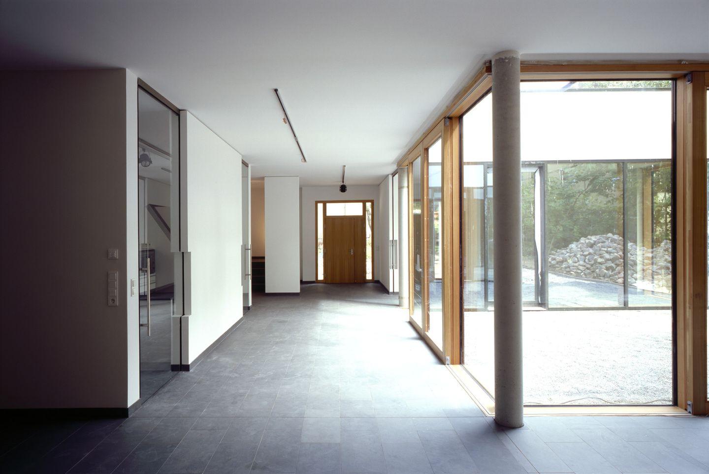 licht und sachlichkeit f r entspanntes wohnen. Black Bedroom Furniture Sets. Home Design Ideas