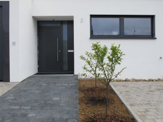 Vordach anbringen for Einfamilienhaus modelle