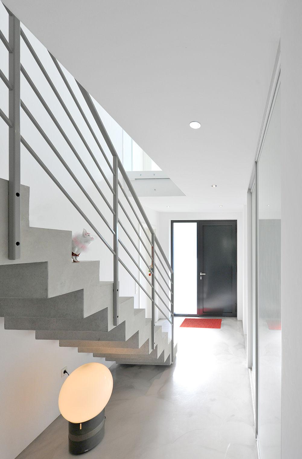 raum schaffen durch offene beton treppe. Black Bedroom Furniture Sets. Home Design Ideas