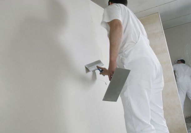 Herstellen Einer Geglätteten Putzoberfläche An Einer Innenwand