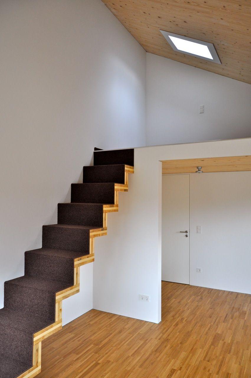 schmale faltwerktreppe im dachgeschoss. Black Bedroom Furniture Sets. Home Design Ideas