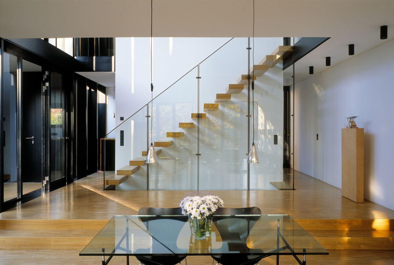 offener flur mit kragarmtreppe. Black Bedroom Furniture Sets. Home Design Ideas