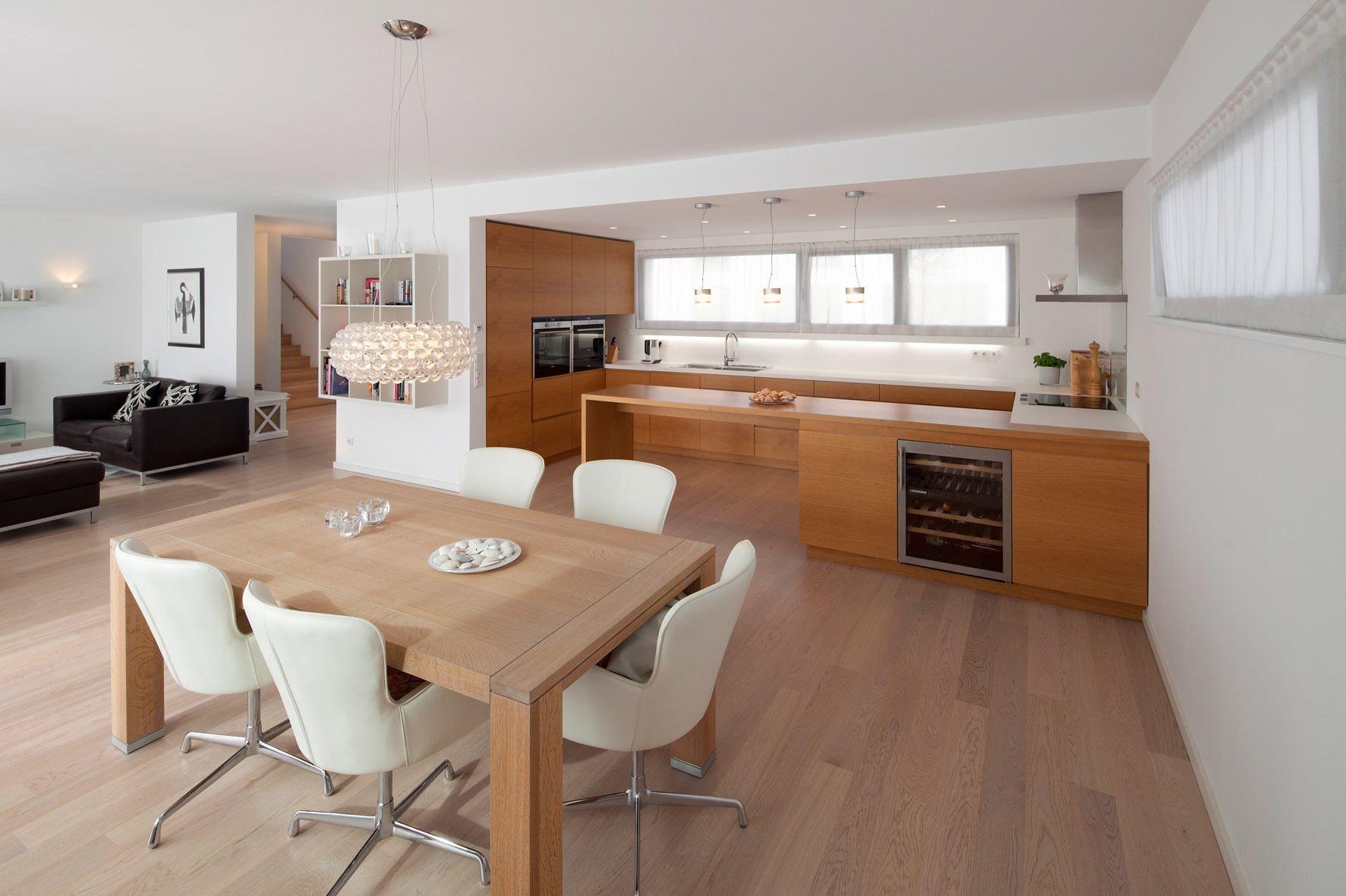 offener wohn essbereich mit durchgehendem parkettboden. Black Bedroom Furniture Sets. Home Design Ideas